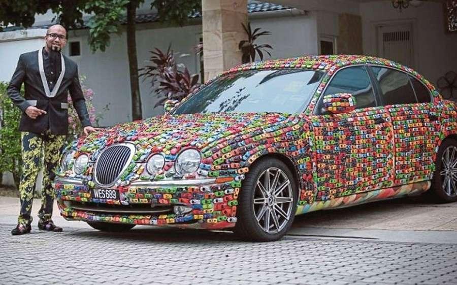 Причуда причуд: малаец инкрустировал Jaguar… игрушечными машинками— фото 743928