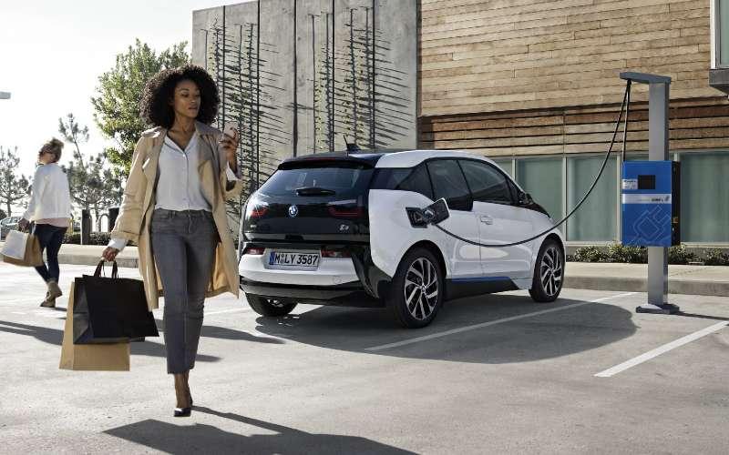 BMWi3протянет дольше наодной зарядке