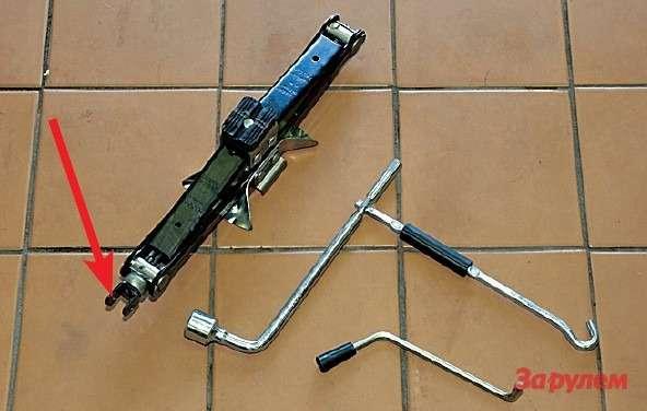 Рацпредложение ТагАЗу: вставить впроушины винта болтик (стрелка), аручку (внизу) упразднить.