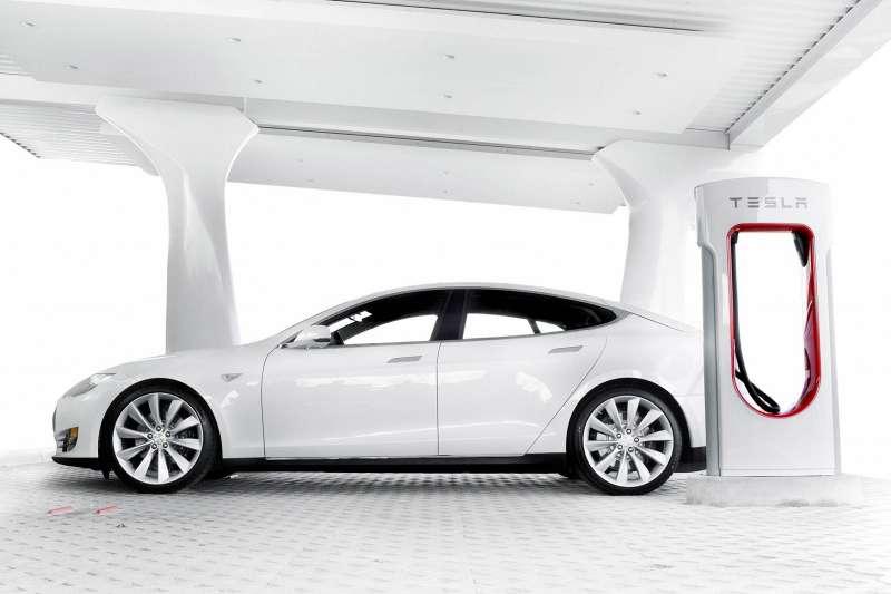 Tesla покроет Европу сетью зарядных станций кконцу года