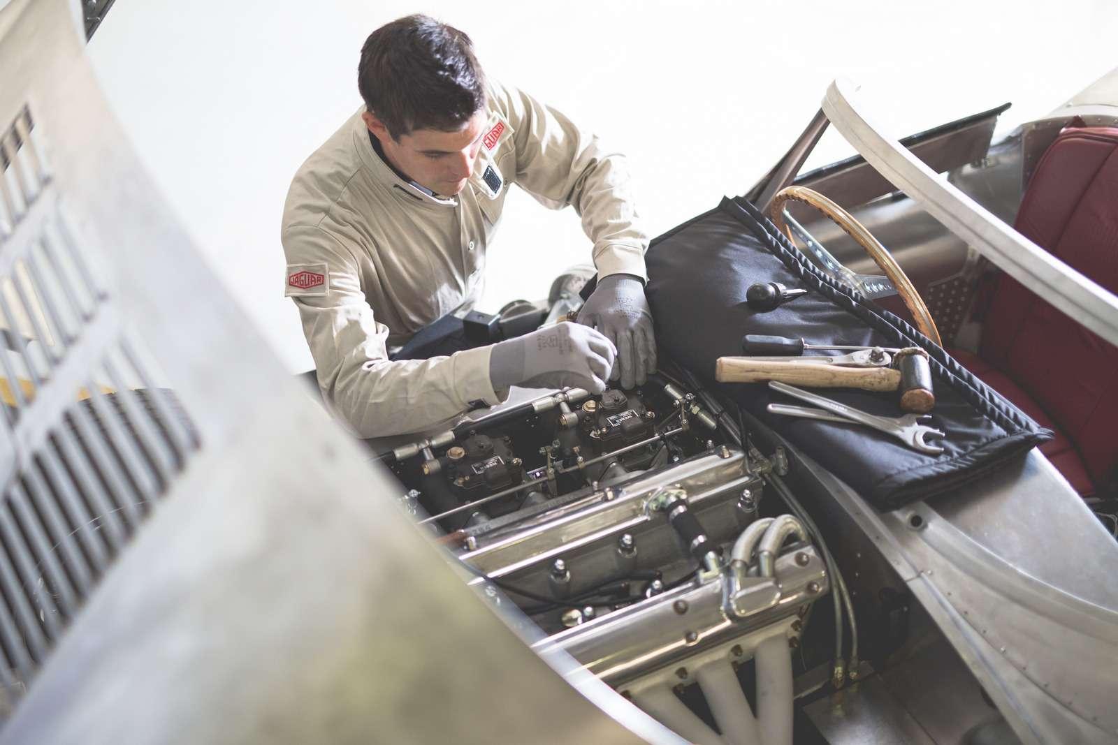 Jaguar вернулся квыпуску карбюраторных автомобилей— фото 665300