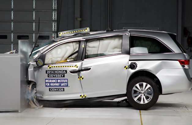 no copyright 2014 honda odyssey iihs crash test