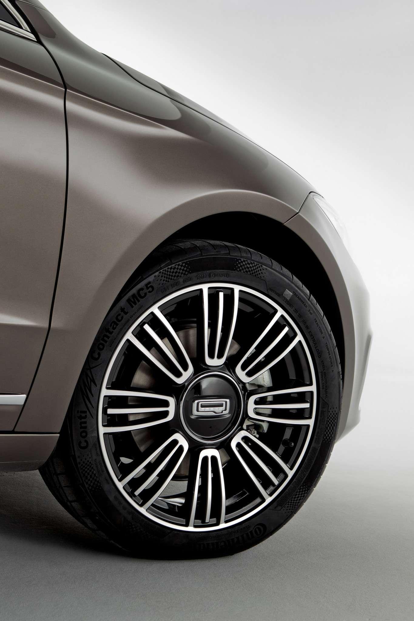 649718_Qoros 3Sedan— detail— front qtr wheel turned