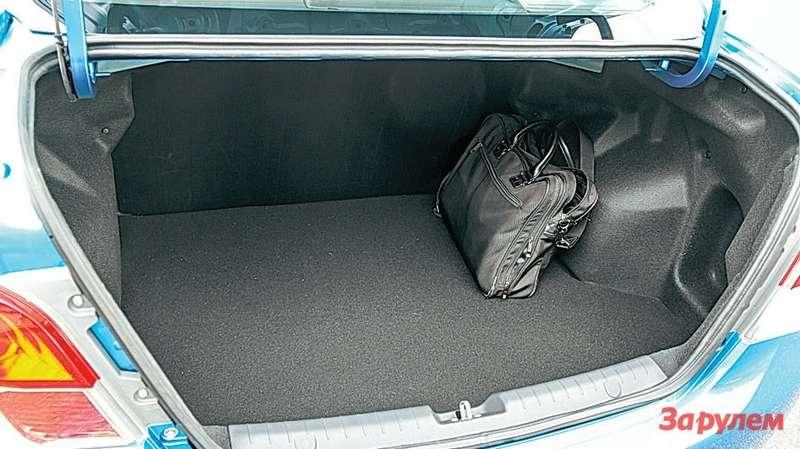 Mitsubishi Attrage Багажник объемом 450л— один изаргументов впользу седана.