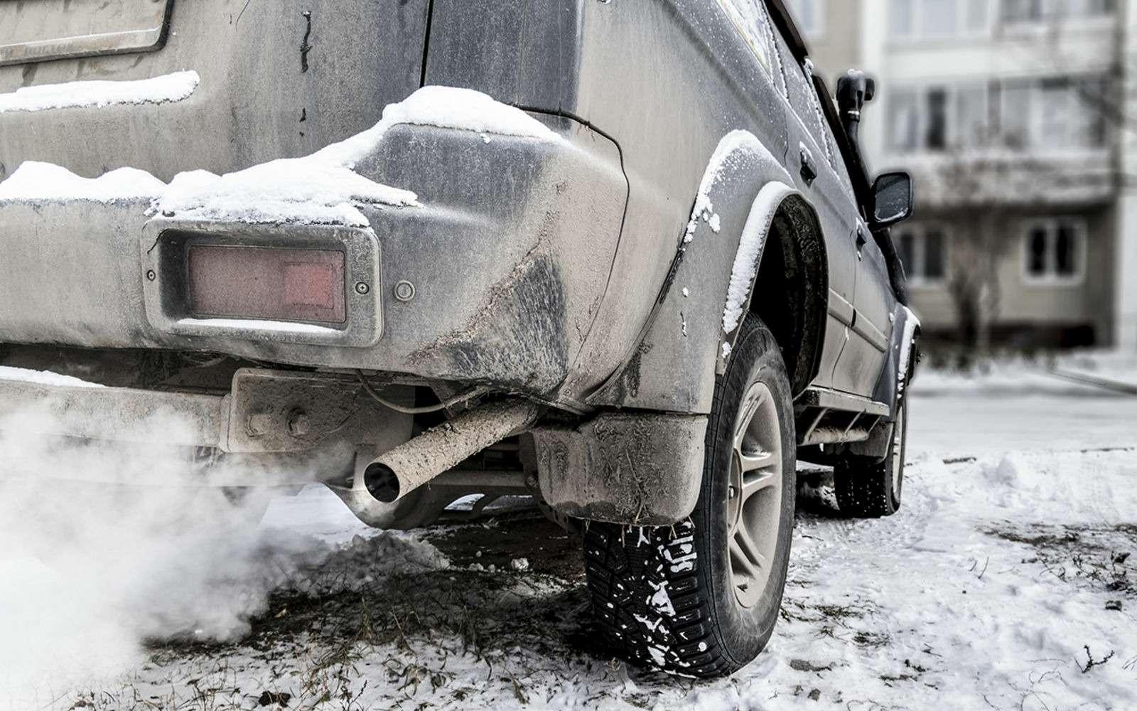 Почему уменя зимой дымит машина? Ведь летом все было хорошо— фото 921675