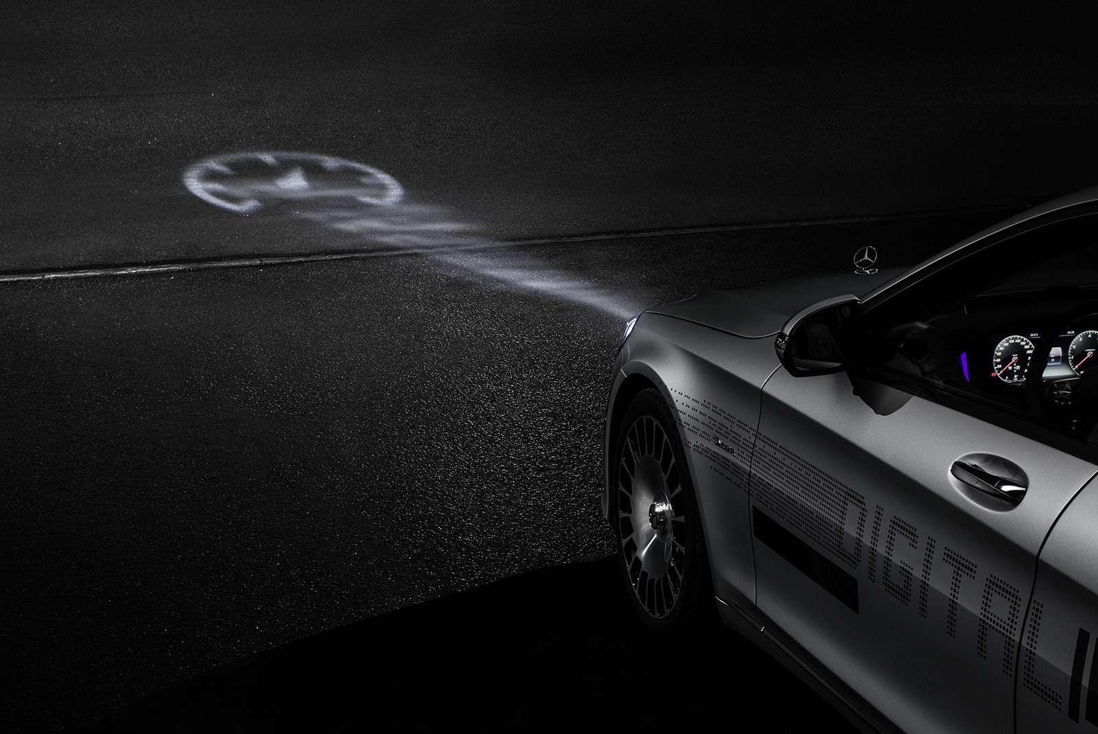 «Ярисую наасфальте»: Mercedes-Maybach представил уникальные фары— фото 851494