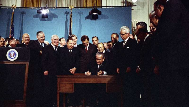 Clean_Air_Act_Signing_