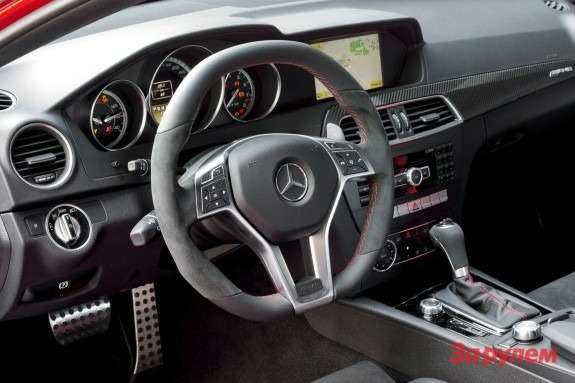 Mercedes-Benz C 63 AMG Coupe Black Series inside