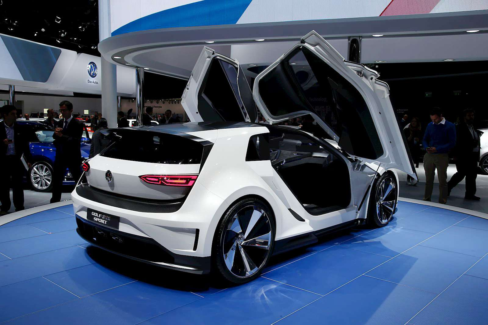 VW_Golf_GTE_Sport_9