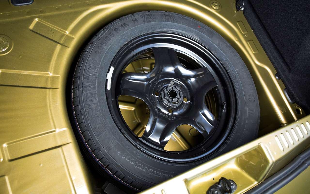 «Нафаршированный» Renault Sandero Stepway или «пустой» Duster: что выбрать?— фото 890408