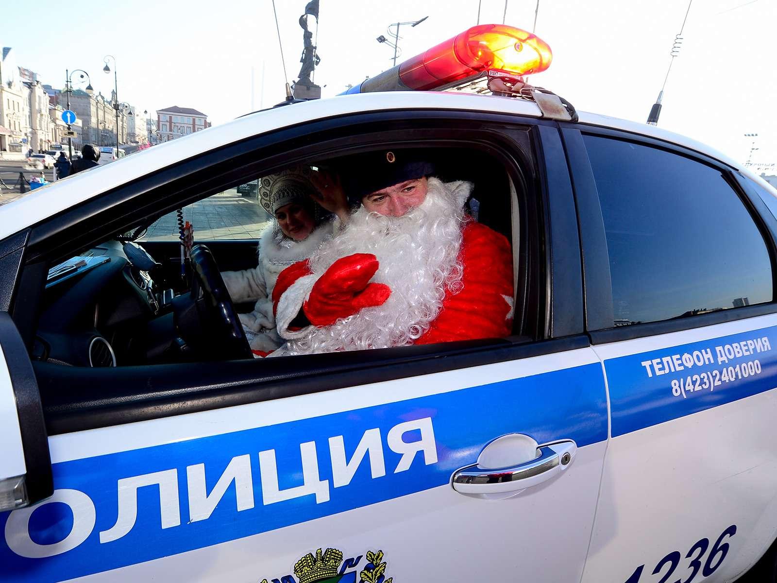 ДедМороз, Санта-Клаус иПер-Ноэль— весь ихгараж!— фото 826663