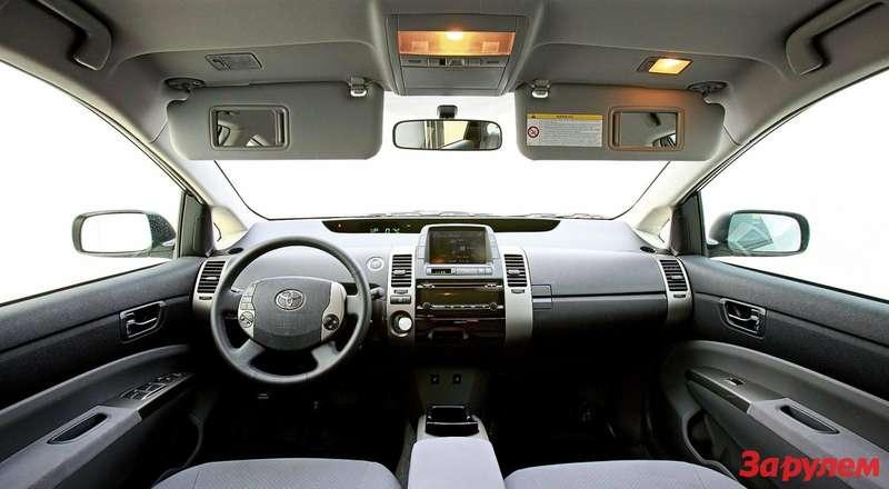Интерьер Toyota Prius II