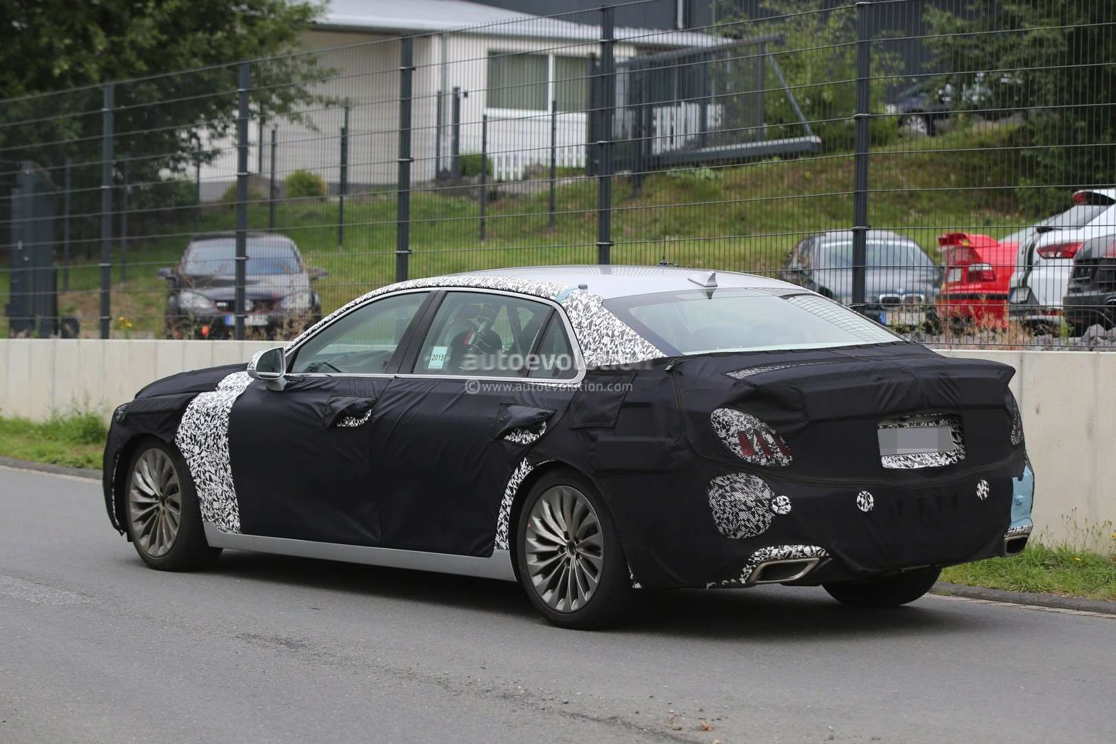 2017-hyundai-equus-spied-out-testing-in-germany-photo-gallery_5