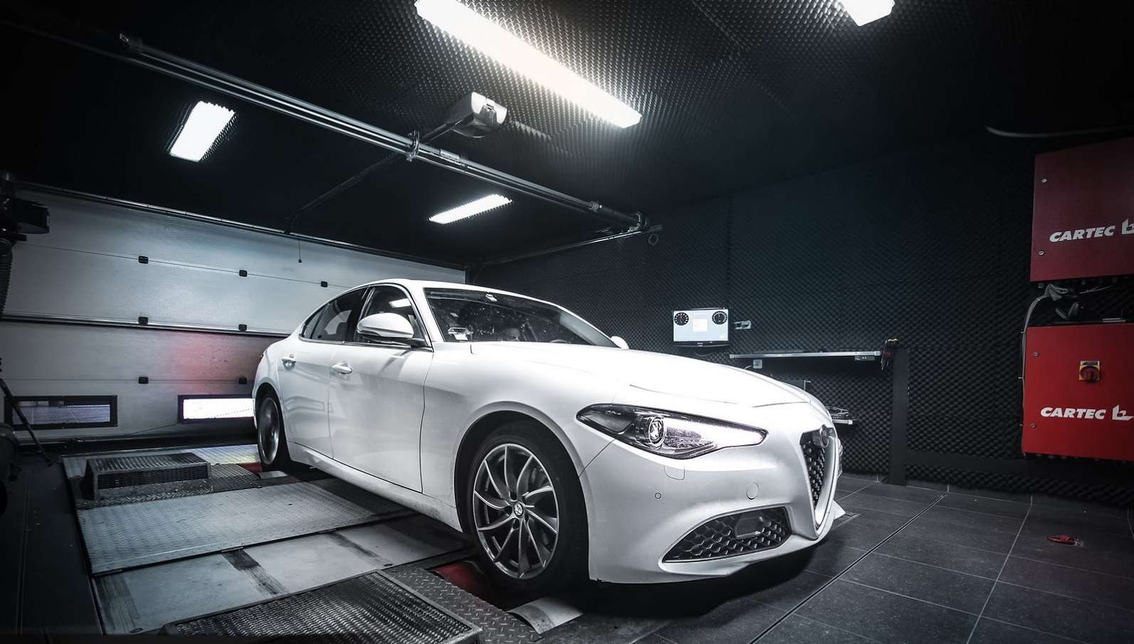 Первый пошел: дизельная Alfa Romeo Giulia набралась силенок— фото 672337