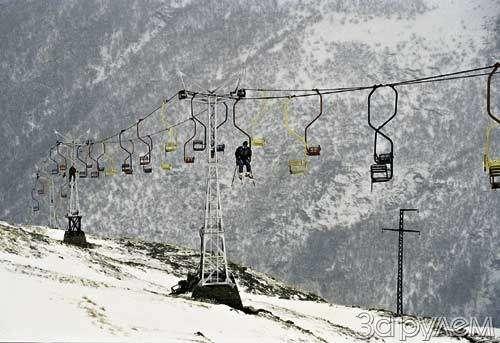Лыжи накрыше лежат— фото 32330