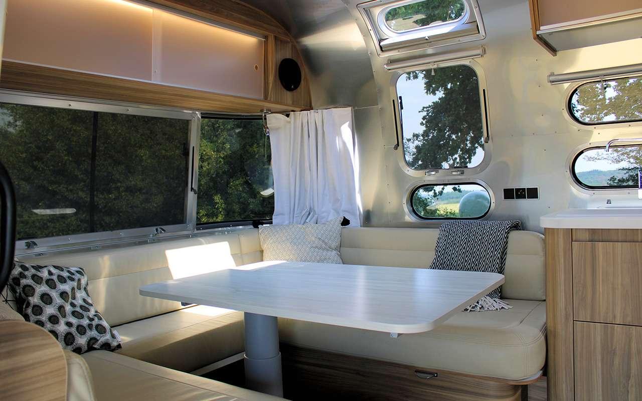 Роскошный кемпер Airstream— скроватью поперек— фото 1161648