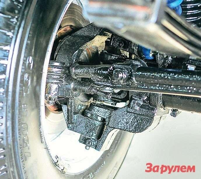 Рулевое управление выполнено изродных деталей, нопосхеме «Джипа-Чероки». Просто, надежно исхорошей реакцией надорогу.