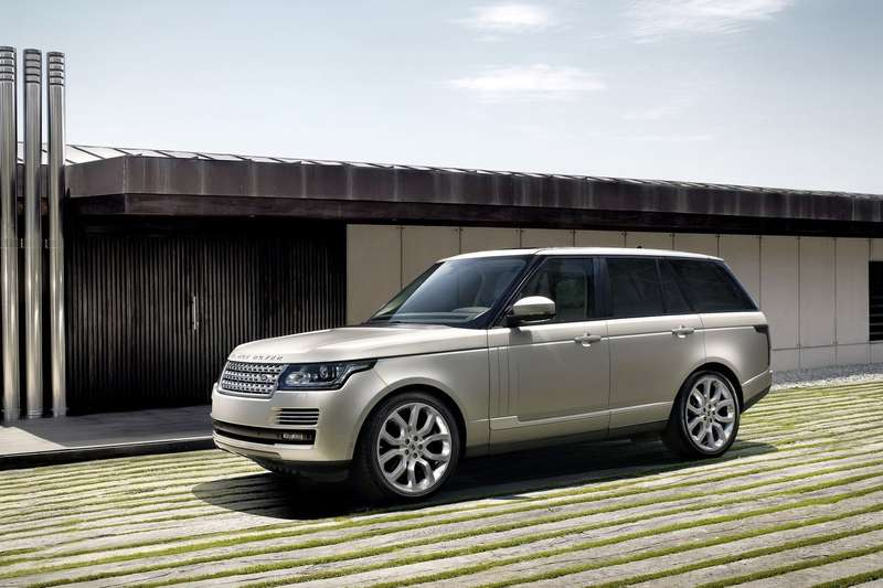 Land Rover Range Rover side-front view 2_no_copyright
