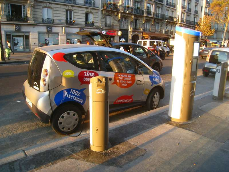 no copyright Autolib' Station, Paris, Boulevard Diderot