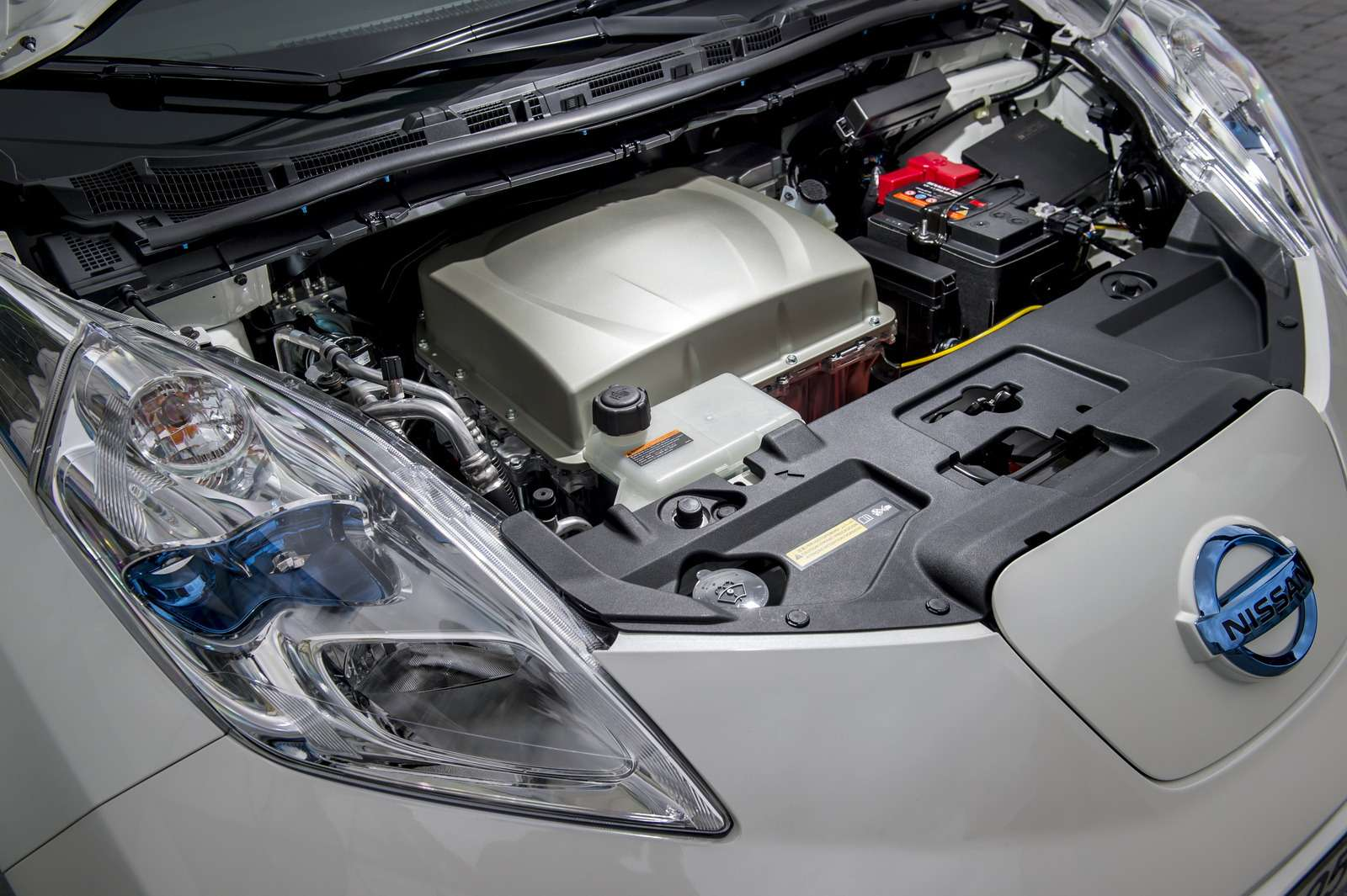 30kwh Nissan LEAF inSaint-Etienne Metropole— agence LIN