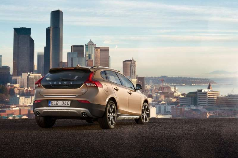 Volvo V40 Cross Country side-rear view 2_no_copyright