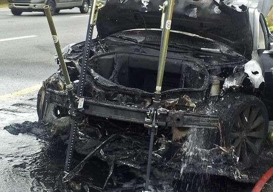 В США призывают расследовать третий случай возгорания Tesla Model S