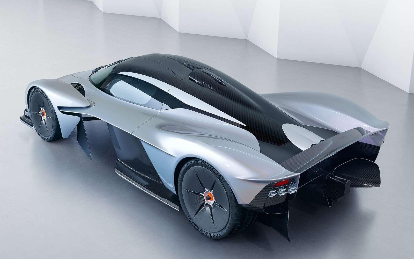 2 секунды досотни— Mercedes-AMG Project ONE против Aston Martin Valkyrie— фото 805564