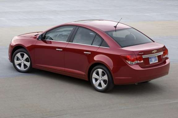 Chevrolet Cruze side-rear view