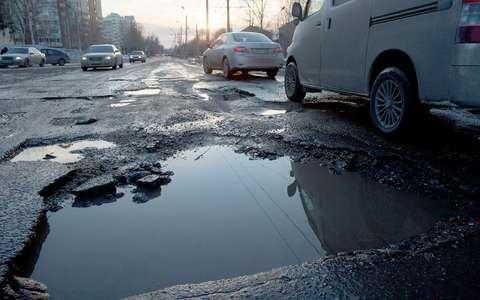 Нужно ли объезжать ямы на дороге?