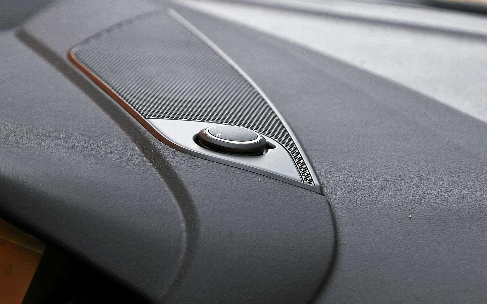 Дополнительная розетка напередней панели Ford Focus