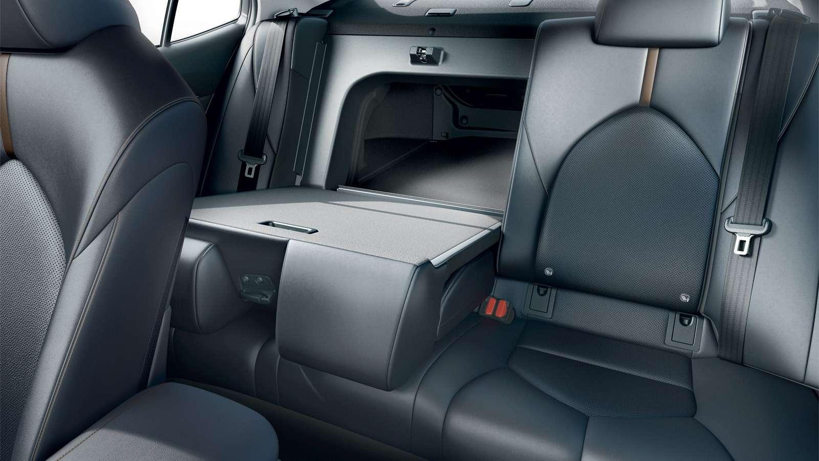 Toyota Camry: названы российские цены. Напервый взгляд, стало дешевле— фото 859042