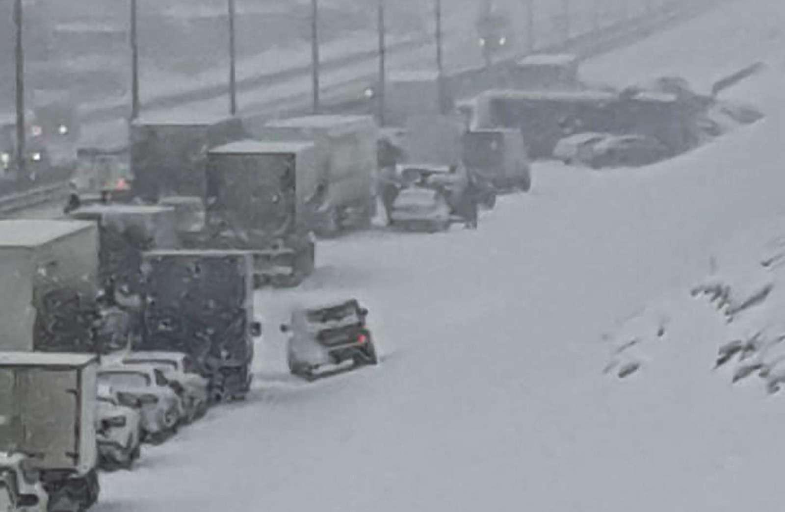 Массовая авария натрассе М-2«Крым»: столкнулись десятки машин