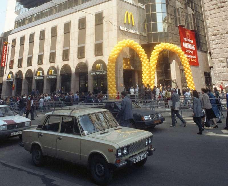 25лет назад: бензин 1960 руб., ВАЗ— 47млн— помните такое?