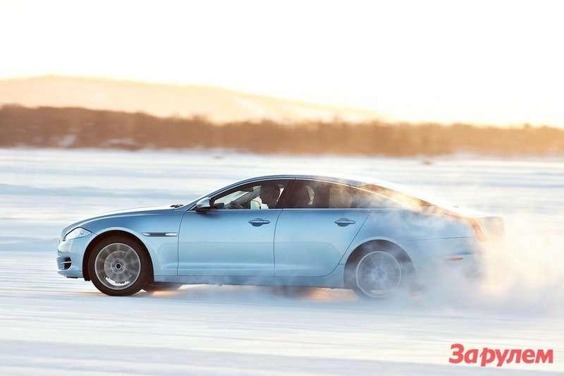 Jaguar XJAWD side view