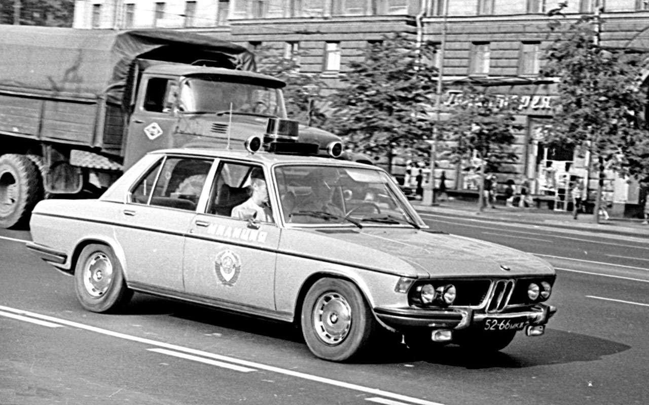 Резервы советской милиции: 11иномарок смигалками игербами— фото 1276725