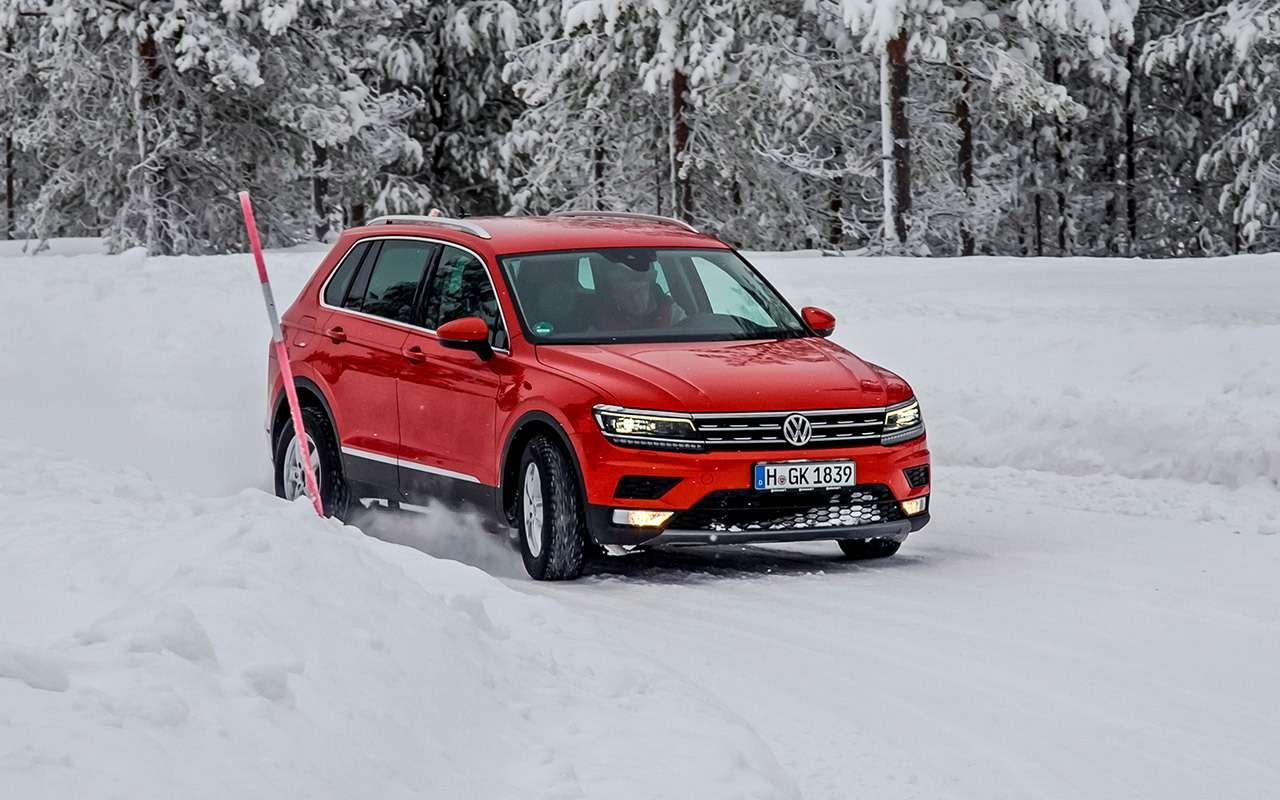 Это вход всамый скоростной поворот натрассе снежной управляемости. Сейчас Volkswagen Tiguan проходит его наскорости за80км/ч.