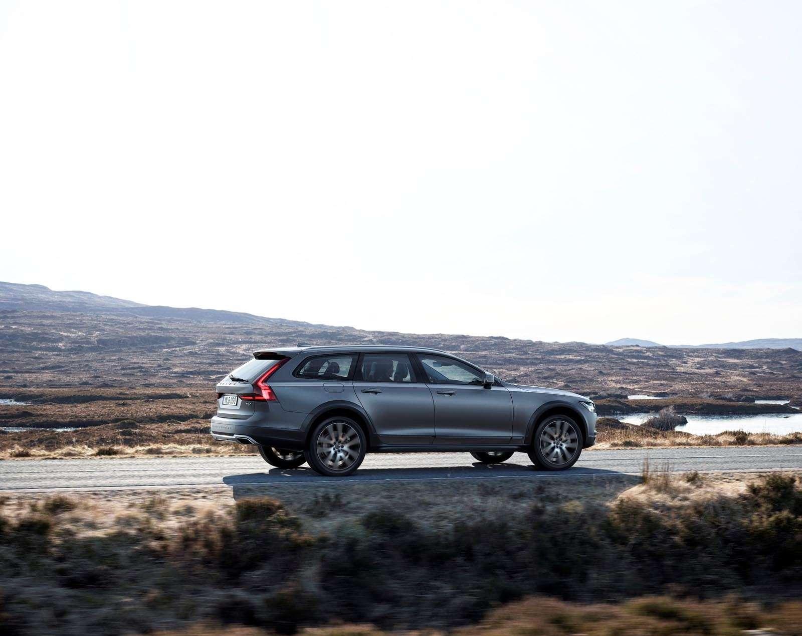 Volvo V90 Cross Country: старт российских продаж ирублевые цены— фото 674596