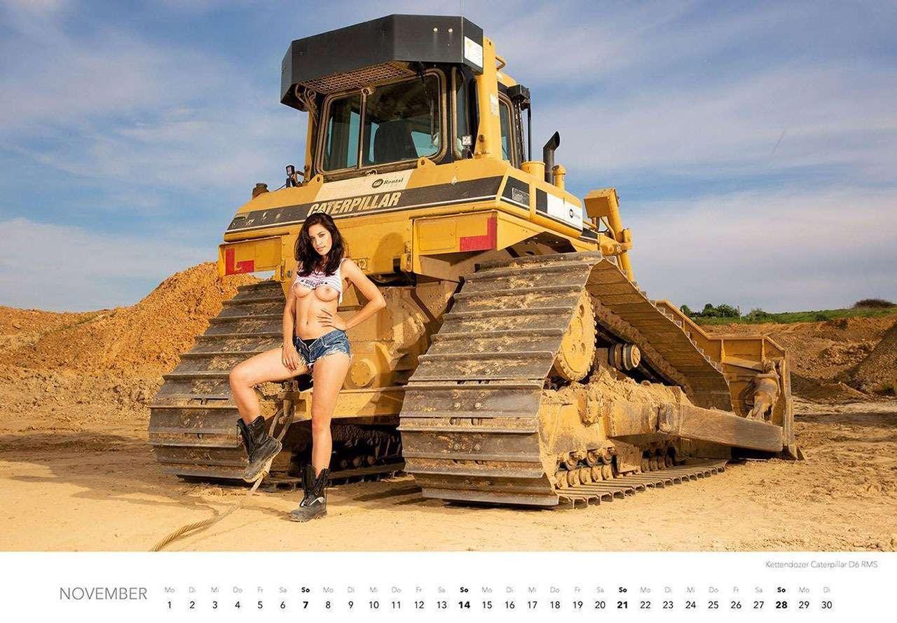 Календарь-2021: юные красотки итяжелая техника— фото 1206299
