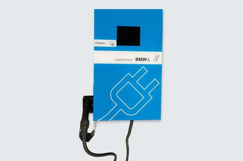 BMWразработал универсальные портативные станции быстрой зарядки дляэлектромобилей