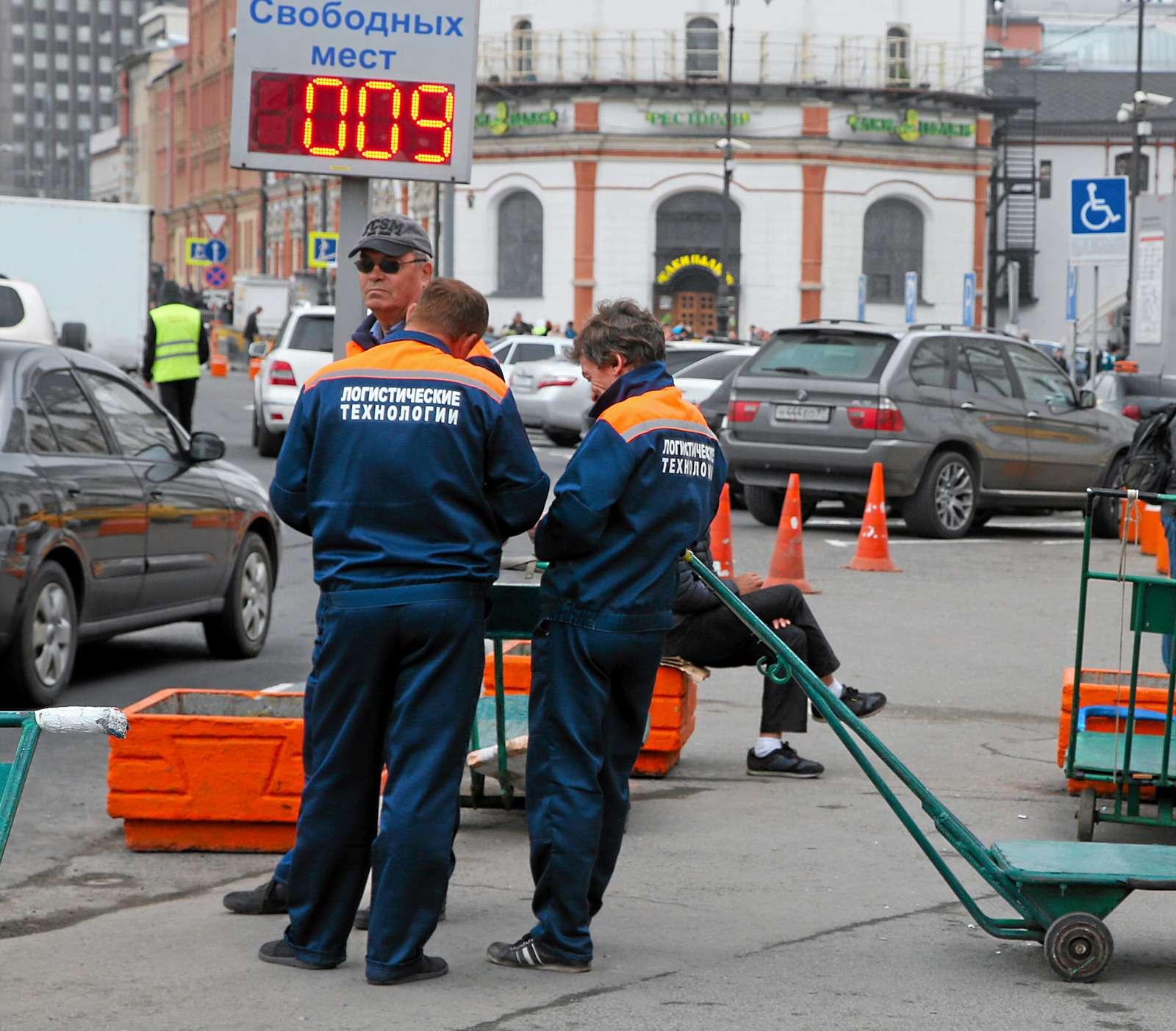 Вокзал ожидания: изучаем ситуацию спривокзальными парковками— фото 605380