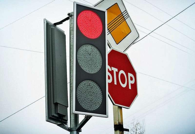 Паника среди водителей— секретные «пиксельные» камеры всветофорах. ЗРвовсем разобрался!