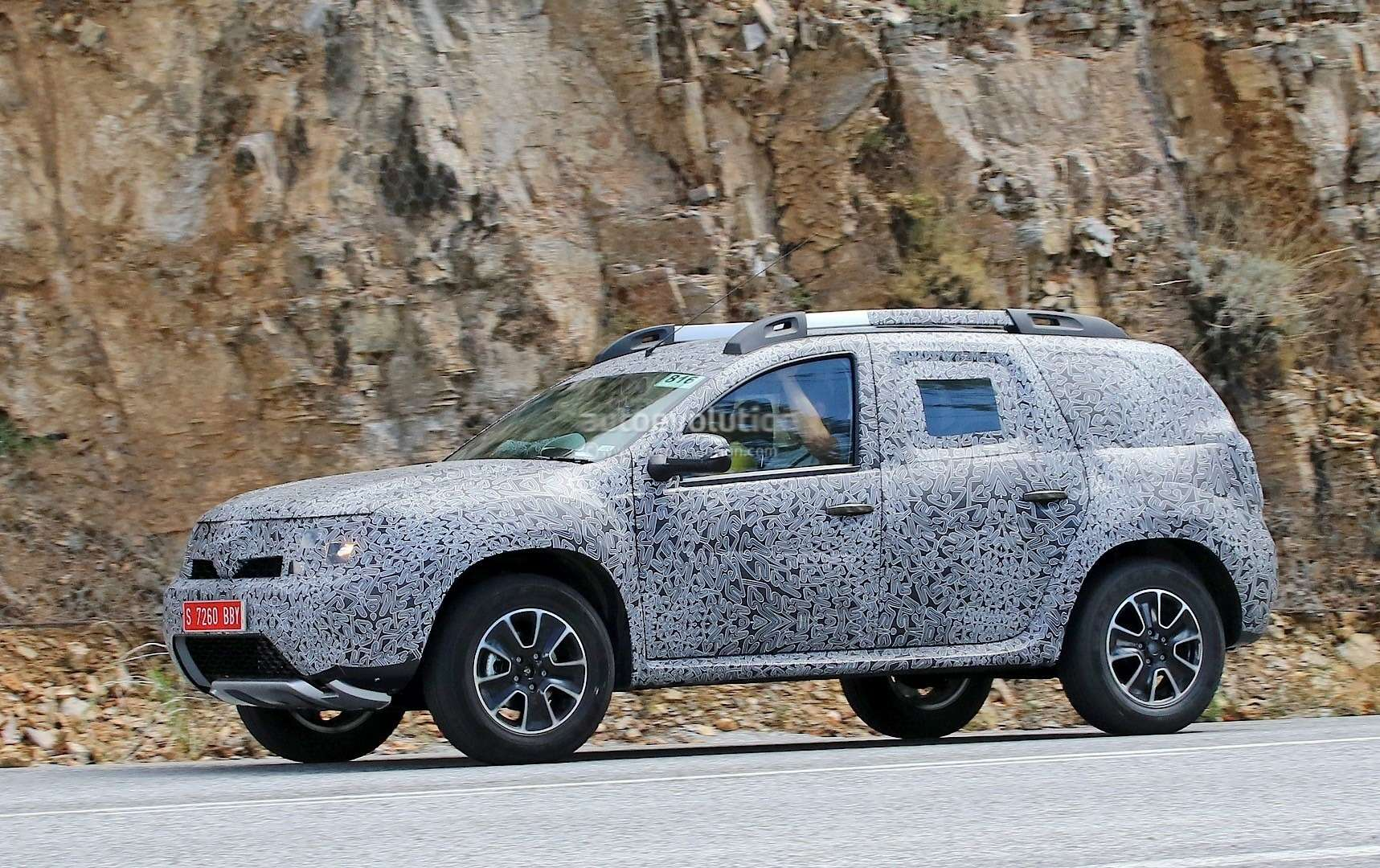 all-new-dacia-duster-caught-in-first-spyshots-plus-dacia-novelties-for-frankfurt-photo-gallery_6