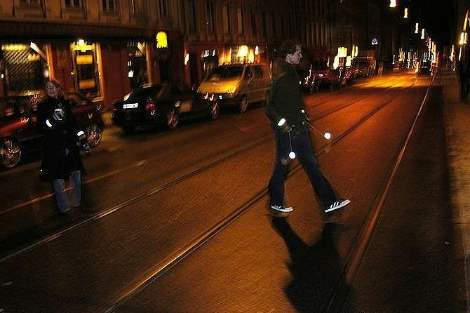20150318_670px_pedestrian_safety_use_retroreflectors_in_the_dark