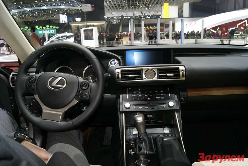 Lexus_iS300_hybrid_4