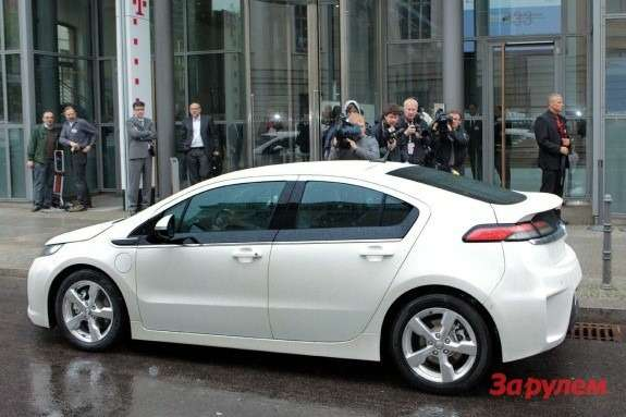 Opel Ampera side view