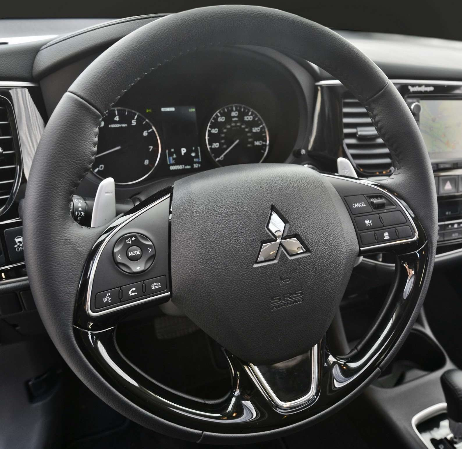 2016-Mitsubishi-Outlander-FL-36