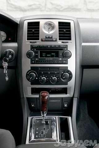 Chrysler 300C. Большой дорожный чемодан— фото 57087