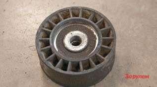 Натяжной ролик ремня генератора—  слабое место моторов ЗМЗ. Служит  недолго, нозаменить нетрудно