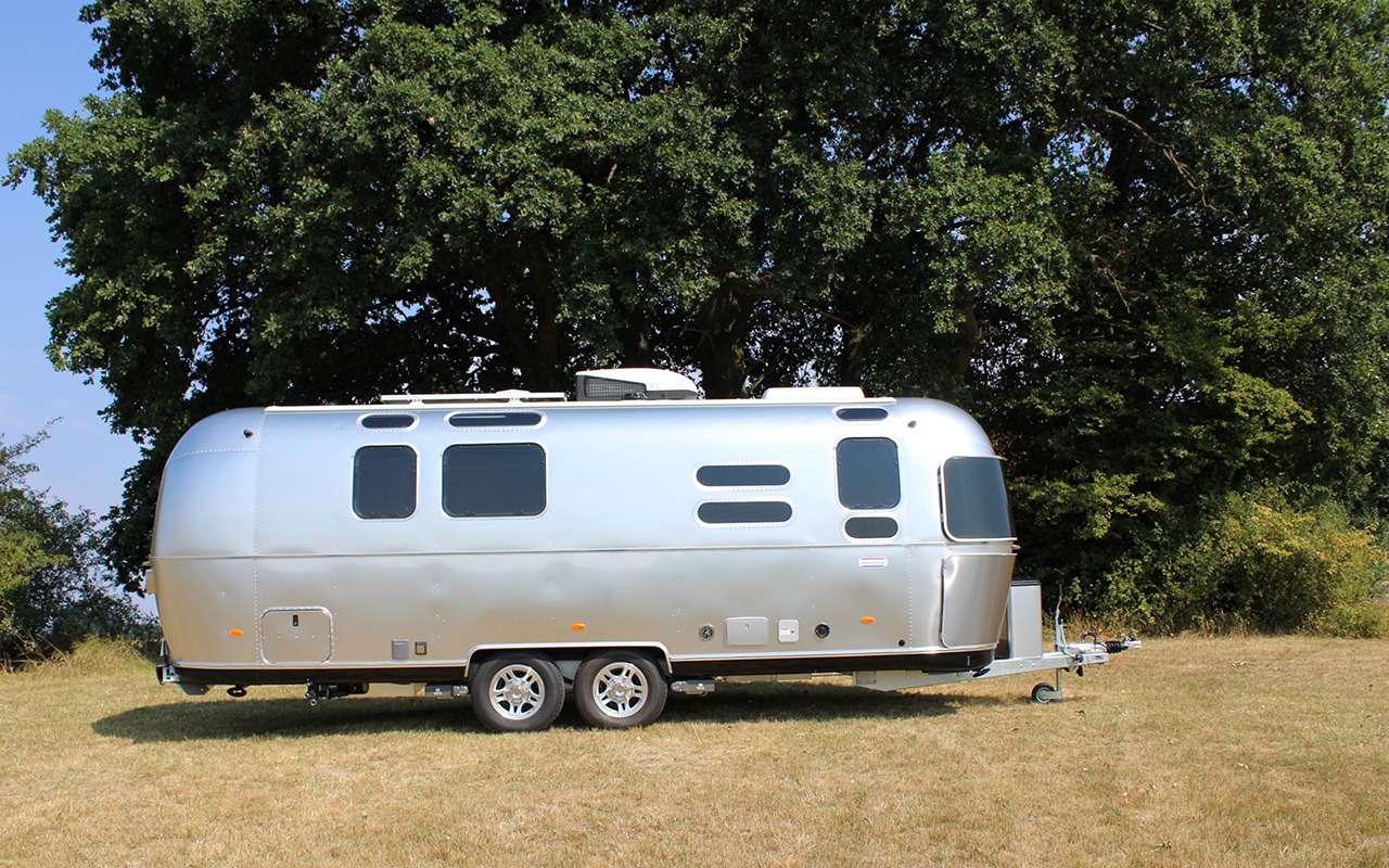 Роскошный кемпер Airstream— скроватью поперек— фото 1161645