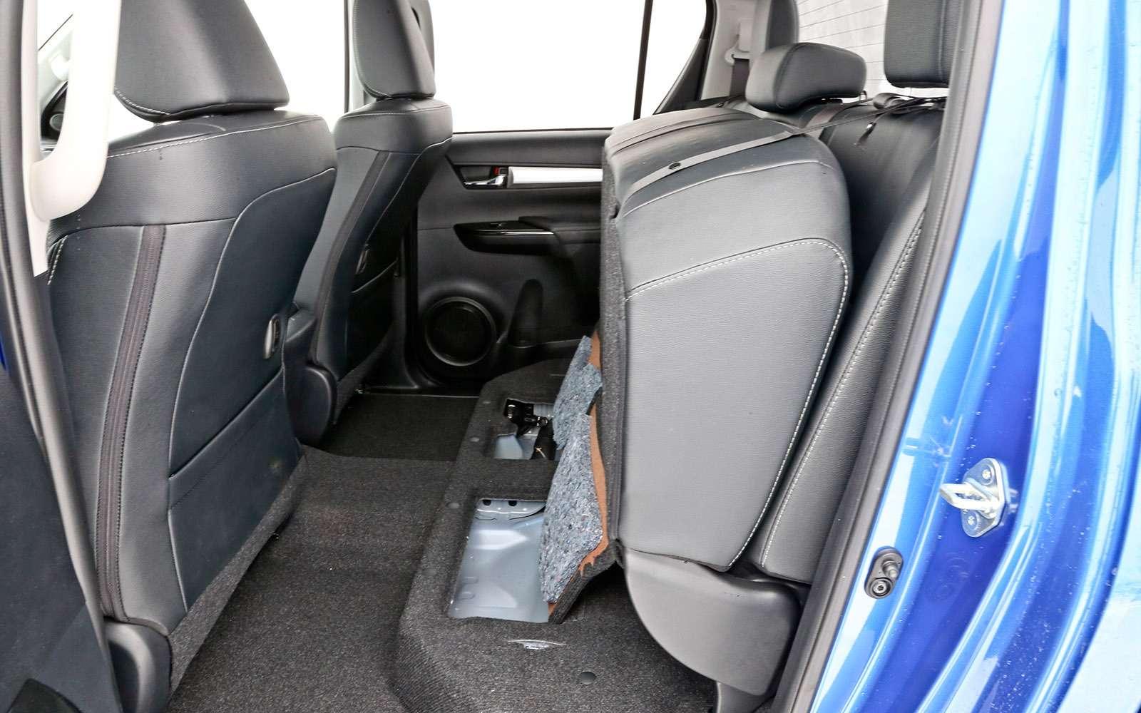 Пикапы Isuzu D-Max, Mitsubishi L200и Toyota Hilux: на«обортаж»!— фото 698446